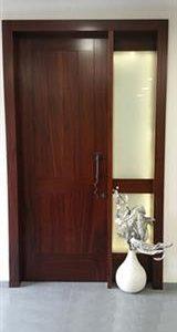 דלת וחצי לכניסה